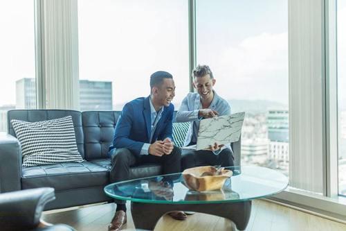 Yrittäjäksi kiinteistönvälitysalalle – Mistä alkuun?